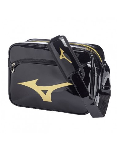 dd37301d86c Bag two-tone with shiny shoulder strap dedicated to all the sports lovers  and Judo. Mizuno Logo the great is depicted on the side and underlines the  sporty ...